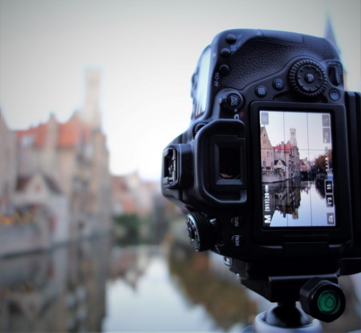 Setting up a tripod, L-plate in action (Bruges, Belgium)