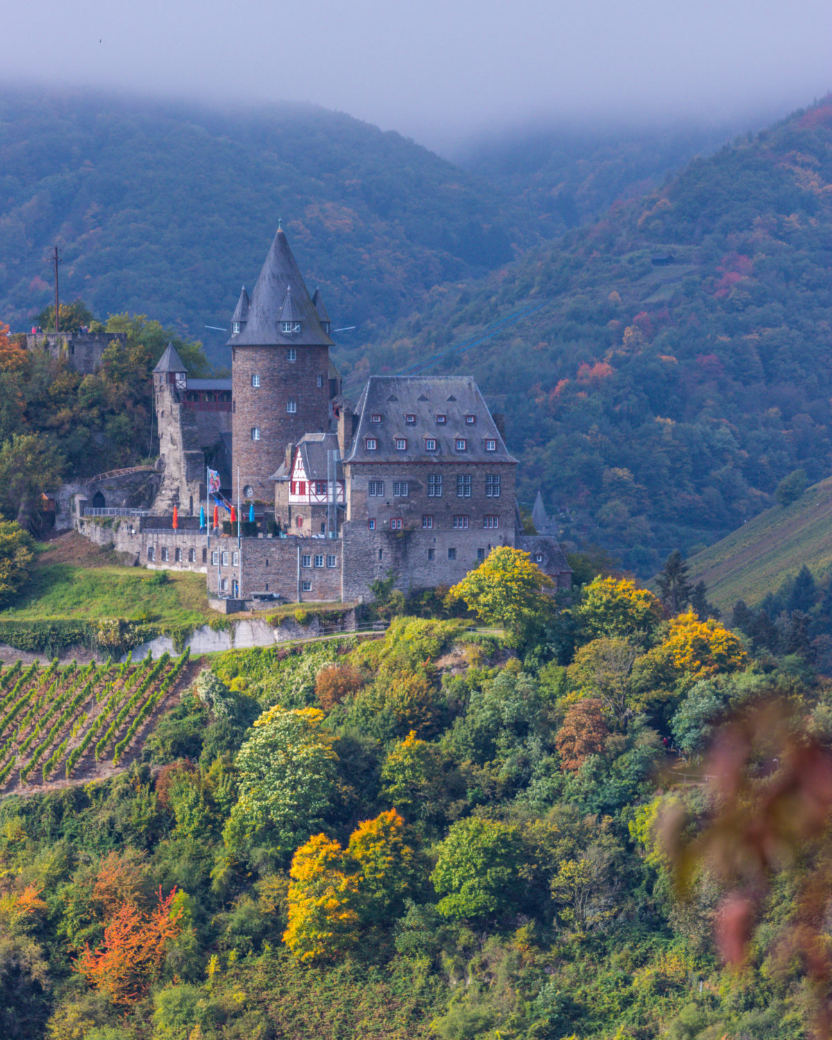 This Rhine hike offers several perspectives of multiple castles. Stahleck probably the most prominent one.