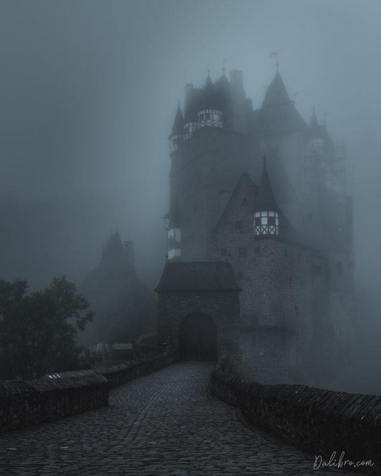 Castle Eltz - misty morning