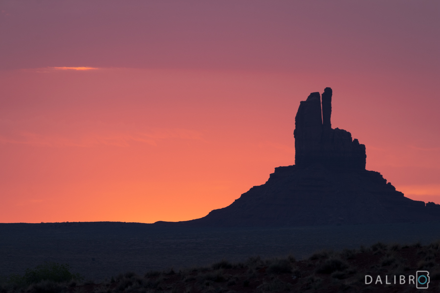 Even in my wildest West dreams, I didn't imagine the sunrise in Monument Valley to go this bonkers.