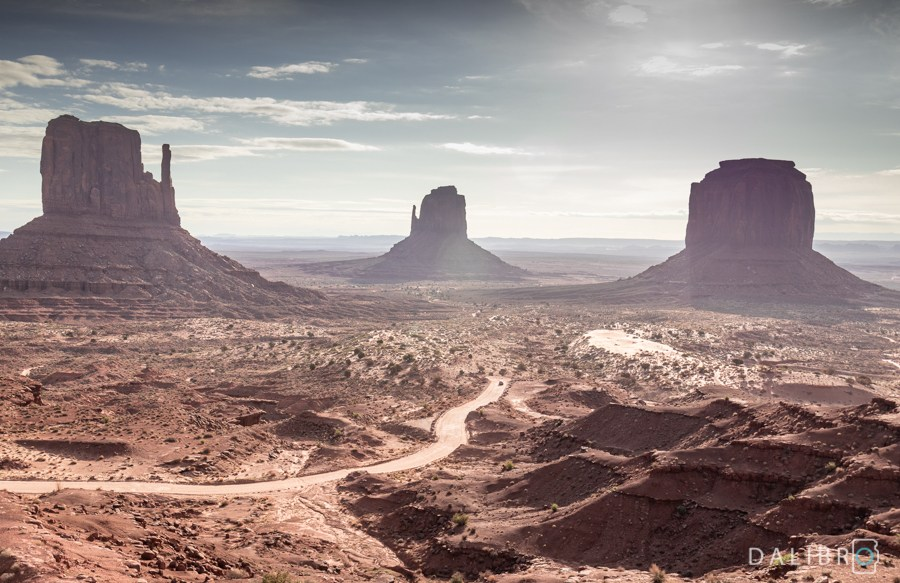 Monument Valley, Three buttes - this is without doubt the most classic image of the US West.